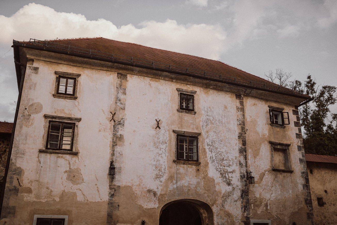 Grad Otocec Chateau Porocni fotograf Wedding photographer 40